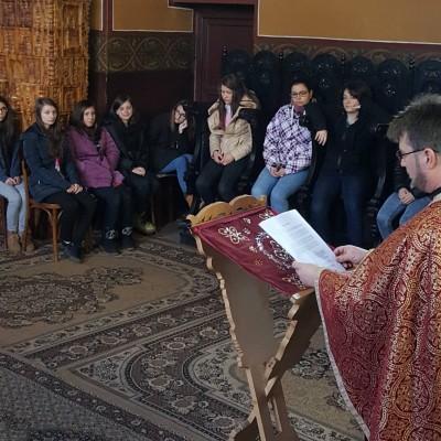 Tinerii din Brezoi au prăznuit Întâmpinarea Domnului