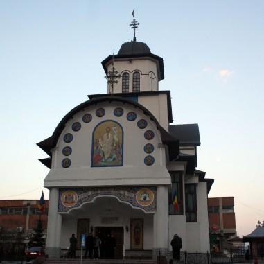 Biserica Sfinţii Apostoli Petru şi Pavel