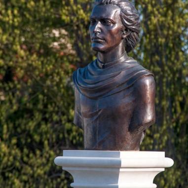 Bustul lui Mihai Eminescu - Centrul Eparhial al Arhiepiscopiei Râmnicului