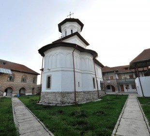 Mănăstirea Sărăcinești